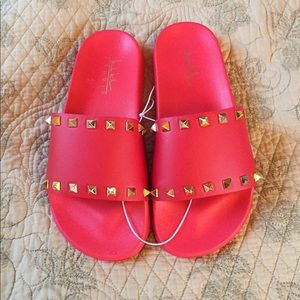 New Nicole Miller spike red slip on slides M